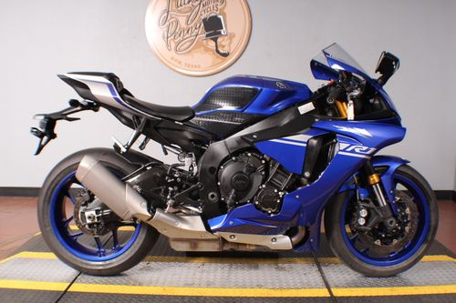 Pre-Owned 2017 Yamaha YZF R1